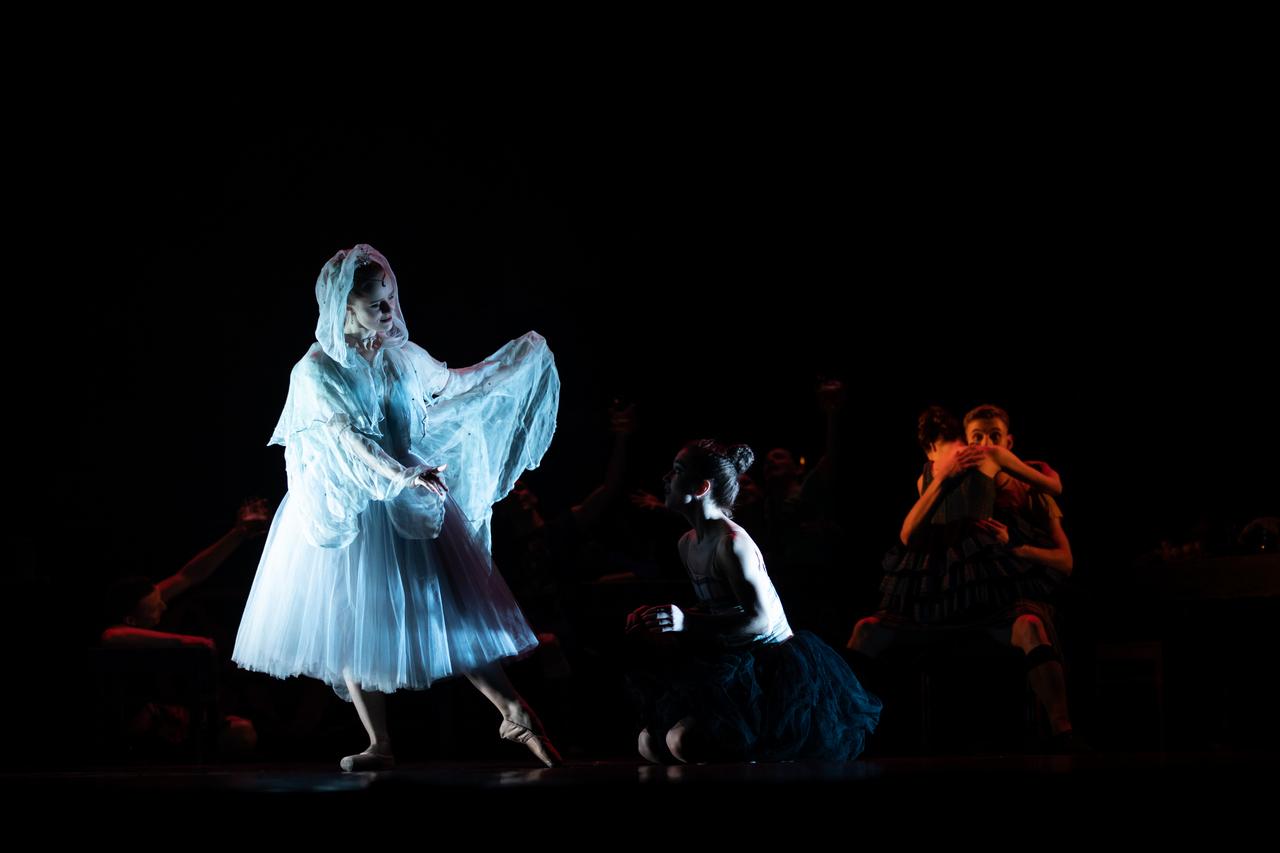 THEATRE Kyiv Modern Ballet. In pivo veritas. Девять побачень-1