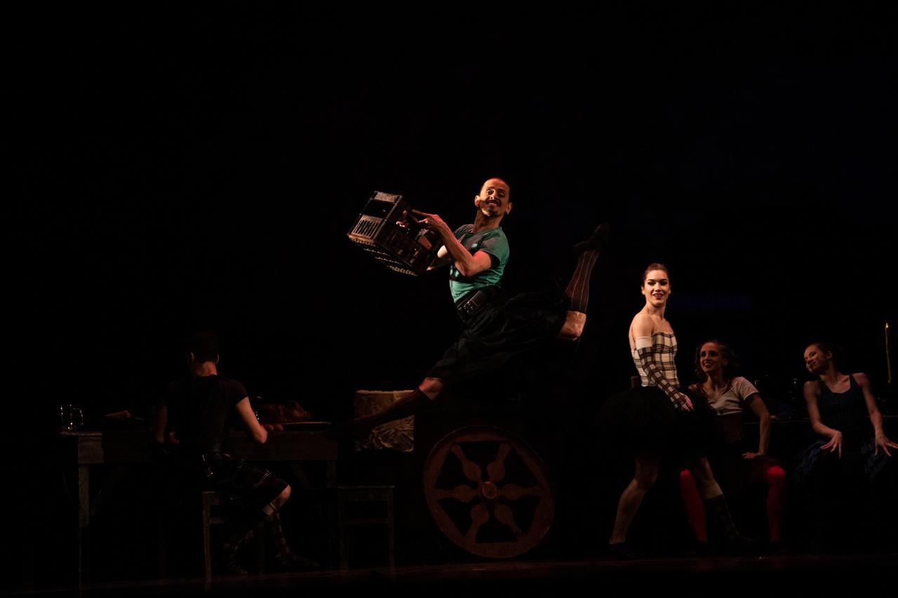 THEATRE Kyiv Modern Ballet. In pivo veritas. Девять побачень-3