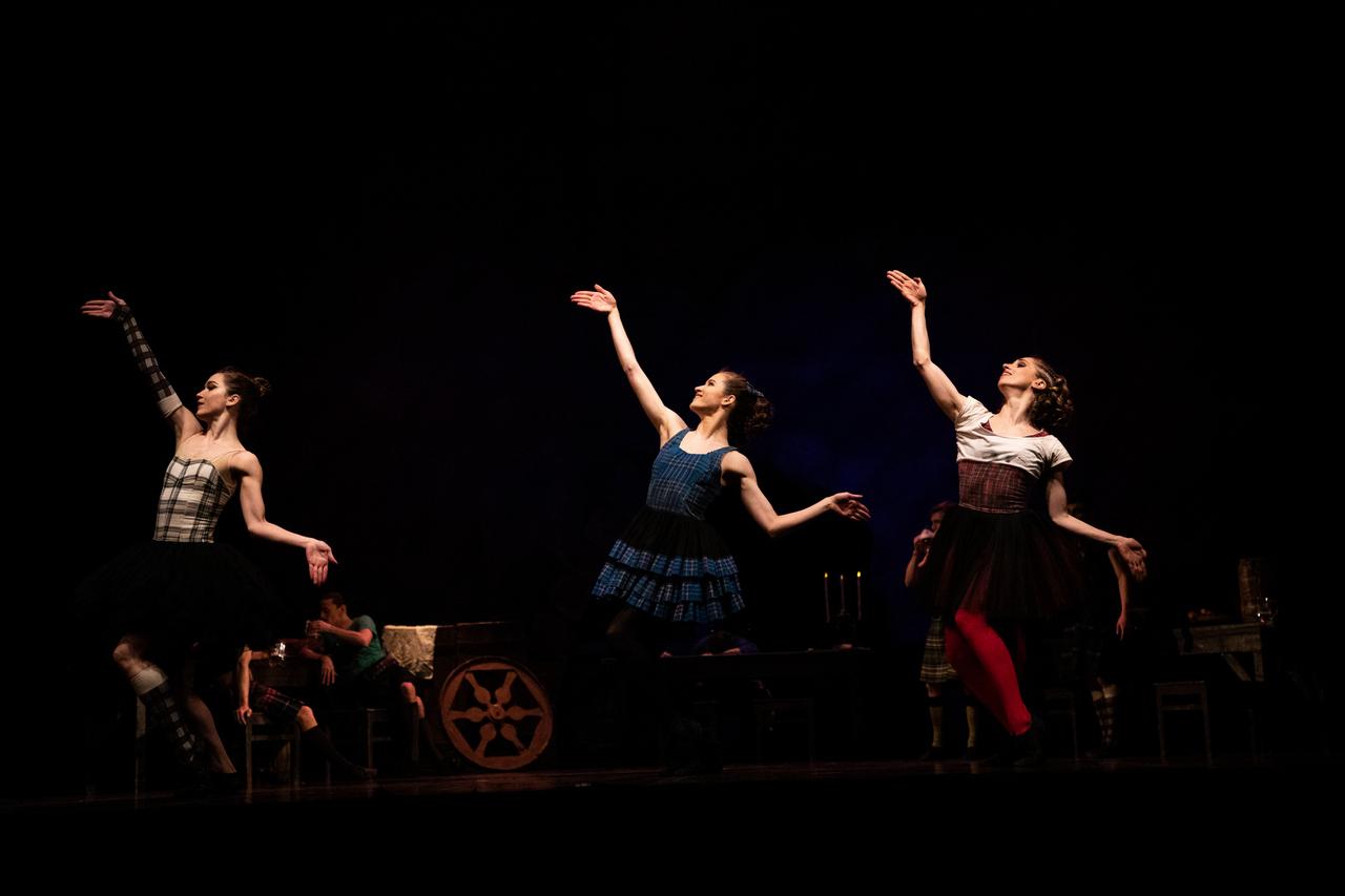 THEATRE Kyiv Modern Ballet. In pivo veritas. Девять побачень-5