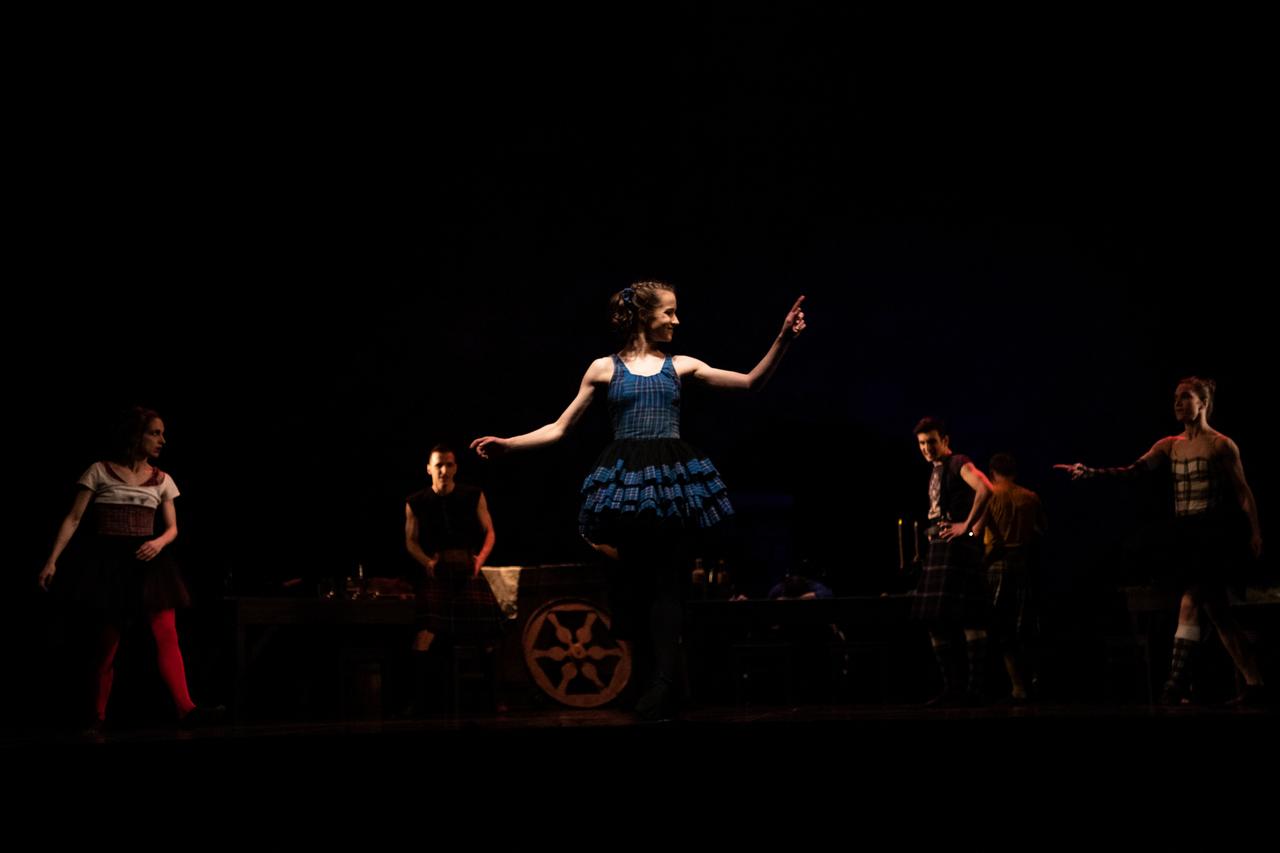 THEATRE Kyiv Modern Ballet. In pivo veritas. Девять побачень-6